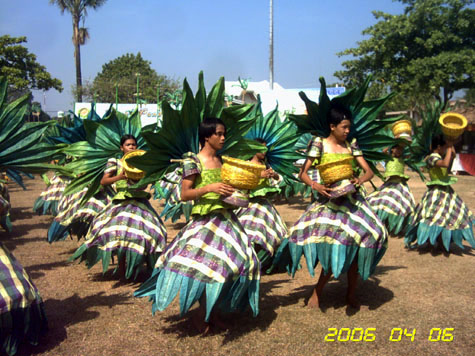 pandan-festival-dance-parade