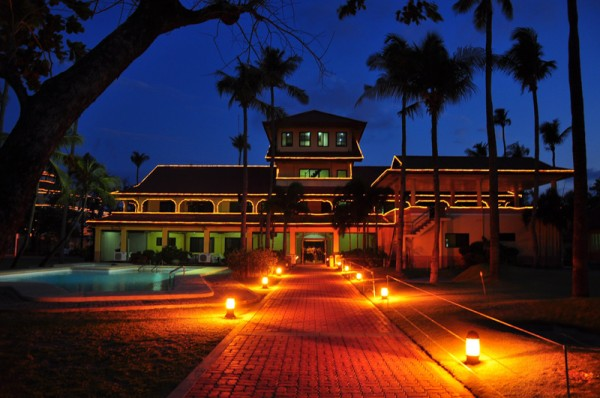 capitol-resort-hotel-night