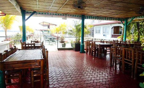 Maxine-by-the-Sea,-Lodge-&-Restaurant-2