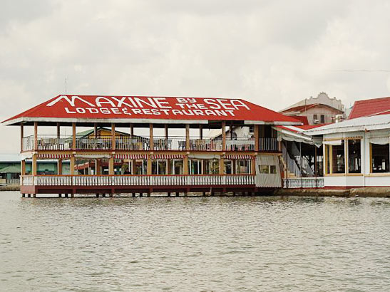 Maxine-by-the-Sea,-Lodge-&-Restaurant